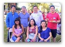 Vietnamese group sa party na hardin