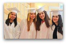4 Damen bereiten sich auf den Abschluss vor