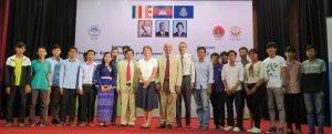 Гутхриес са потенцијалним студентима у граду ХоЦхиМинх, Вијетнам.